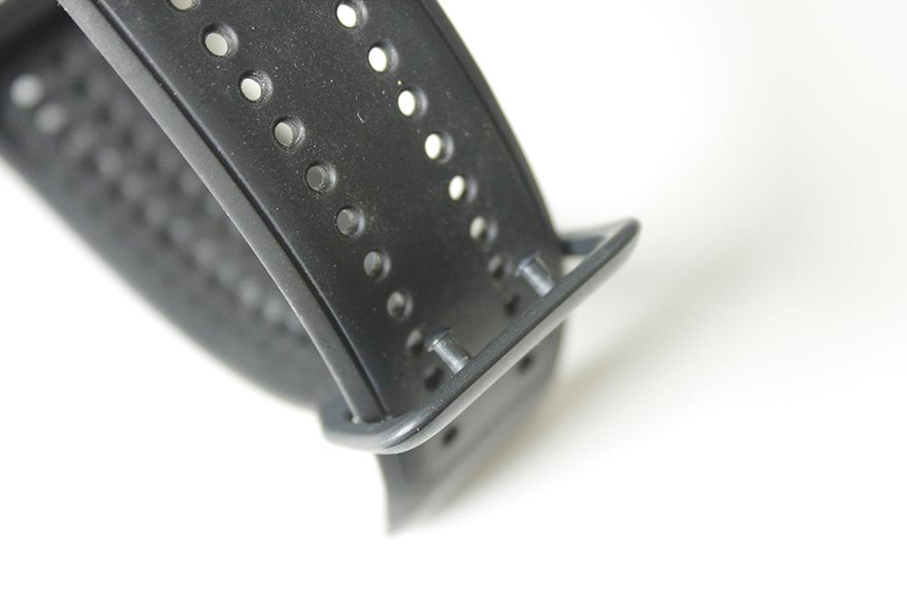 TomTom Spark wristband pins